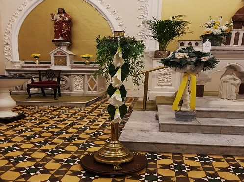 image-of-paschal-candle-easter-2002a_w496